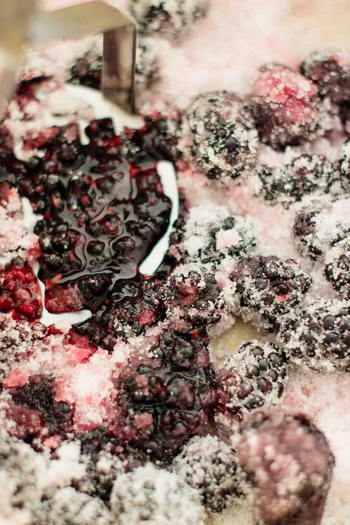 Berries with sugar.